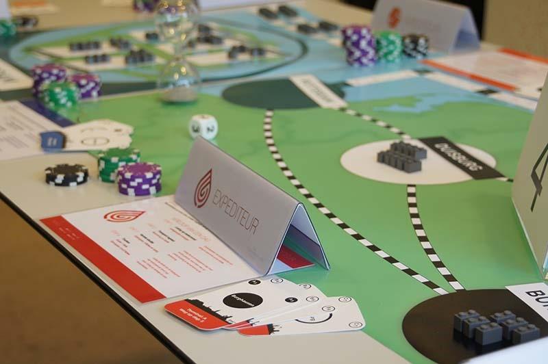 Een 'papieren' serious game, gericht op het verbeteren van logistieke processen.